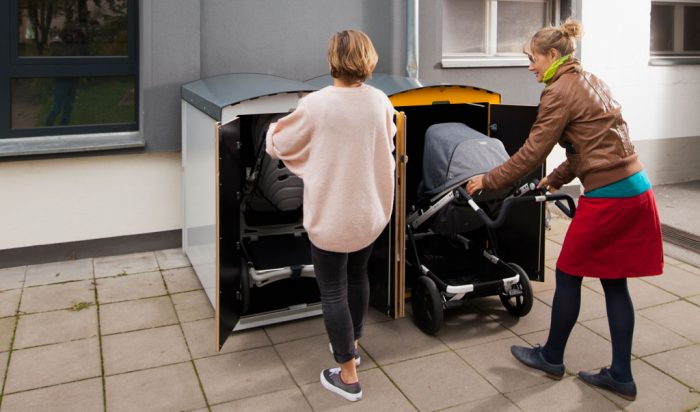 Die Kinderwagenbox kiwabo L bei der Benutzung