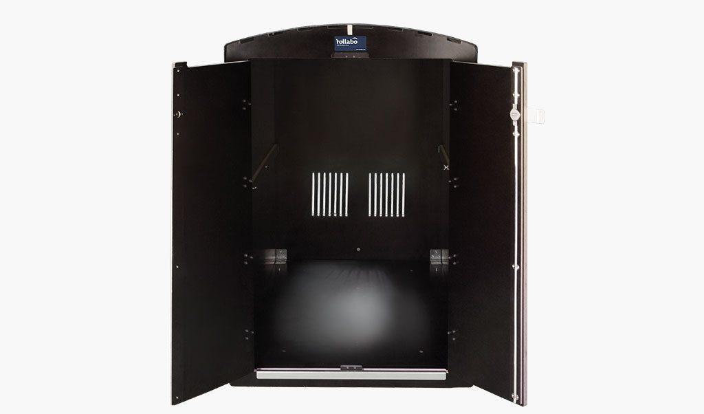 Die rollabo S Frontansicht mit offener Tür - Rollatorbox S